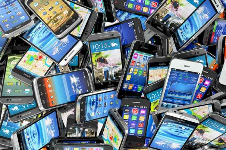 Apple, Samsung Facing Lawsuit in USA Over Allegations of High Smartphone RF Emissions