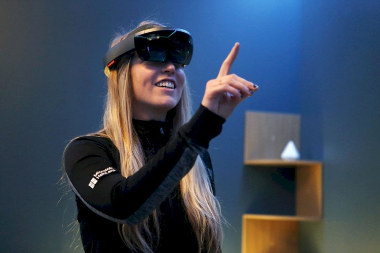 Microsoft Confirms HoloLens 2 Will Start Selling in September
