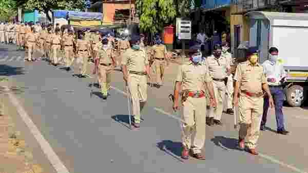 Bollywood's vanity vans get new stars — Mumbai Police